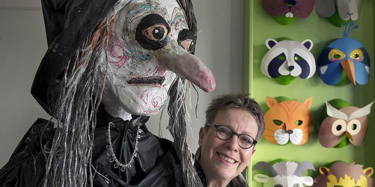 Marjanne Peters maakt al haar poppen en maskers zelf. Foto Jan Anninga