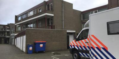 Het complex waar de Duitse studente zwaargewond is gevonden. Foto: DvhN