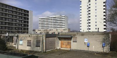 Het voormalige pand van Popping in de Emmer wijk Emmerhout.