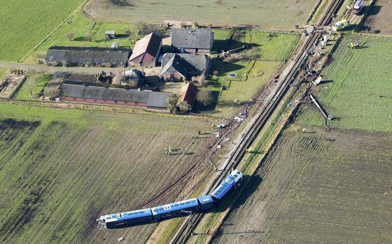 Enorme ravage na het treinongeval bij Dalfsen. FOTO ANP/SIESE VEENSTRA