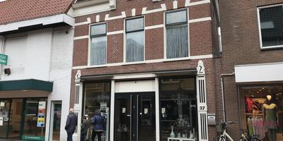 Vanuit dit pand in de Friesestraat zou het vuurwerk opgeslagen en verkocht worden. Foto DvhN