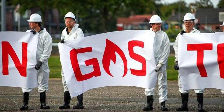 Geregeld voert Milieudefensie actie bij gaswinlocaties, maar nu wil de organisaties zoveel steun vergaren voor het versneld afbouwen van de gaswinning in Groningen. Foto Huisman Media