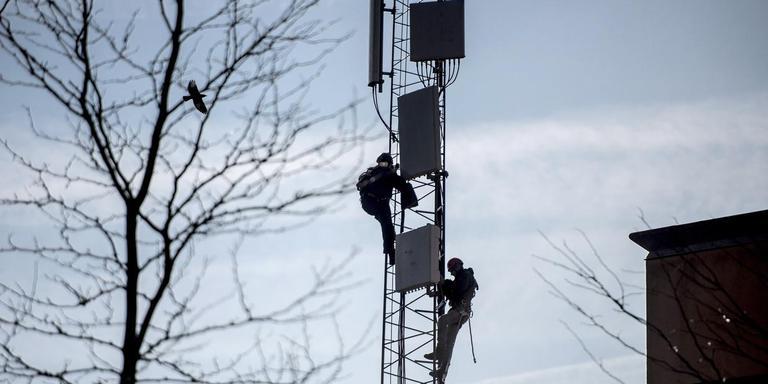 Er zijn honderden handtekeningen gezet tegen de bouwlocatie voor de mast in Wateren. FOTO ARCHIEF DVHN