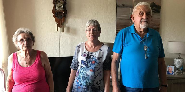 Wies Oudshoorn (87), Ietje Boonstra (65) en Chris Telkamp (86) zijn in actie gekomen om zonneschermen te mogen plaatsen. Ze hebben flink last van de hitte in hun appartementen.