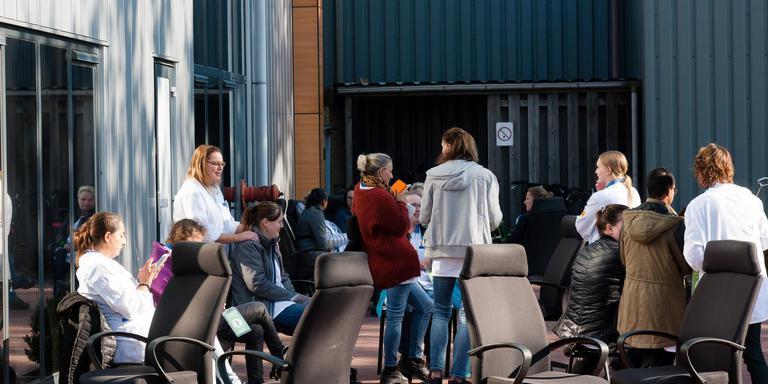 Meerdere werknemers bij SIT Controls in Hoogeveen werden donderdag onwel. Foto: Gerrit Boer
