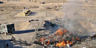Op 'Kamp Holland' in Afghanistan stonden slechts drie vuilverbrandingsovens (op foto linksboven), geen zes, zoals de defensieminister de Tweede Kamer vertelde. En die stonden allemaal uit vanwege technische defecten. Daarom brandde tot eind 2010 de burnpit waarin alle afval werd gedumpt.