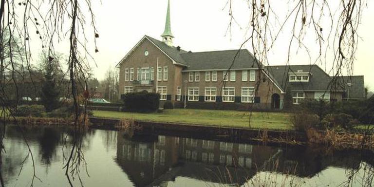 Het gemeentehuis in Eelde. FOTO ARCHIEF DVHN
