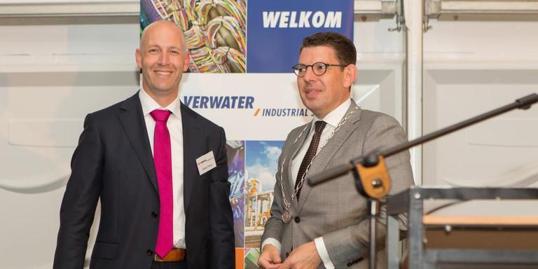 Robert Ytsma, regiomanager Verwater Noord Oost en wethouder Bouke Arends van Emmen. FOTO VERWATER INDUSTRIAL SERVICES NOORD OOST