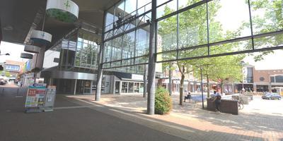 Het pand van V&D aan het Koopmansplein in Assen staat nog steeds leeg. Foto DvhN