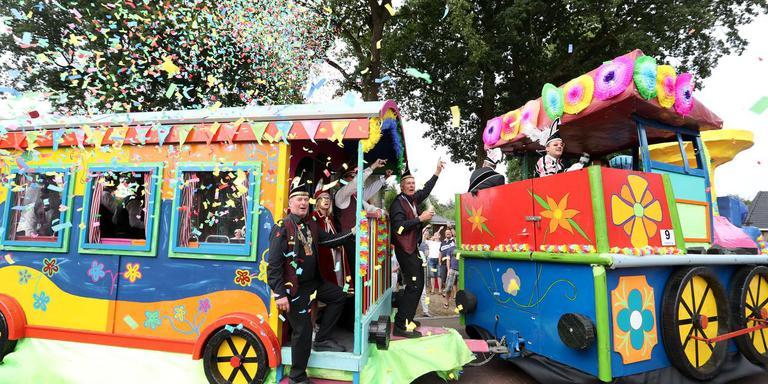 De wagen van carnavalsvereniging 't Meul'ndobbegie uit Gasselte wint de praalwagenoptocht.