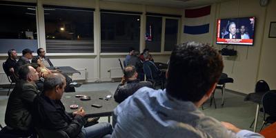Samenkomst in Turks Ontmoetingscentrum tijdens staatsgreep Turkije. FOTO BOUDEWIJN BENTING