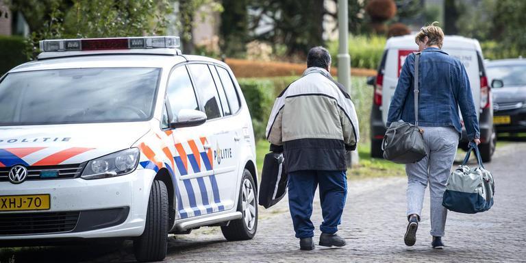 Cliënten van de instelling worden een voor een opgehaald en weggebracht. Foto: Marcel Jurian de Jong