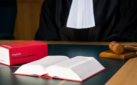 Wederom straf voor stel dat geld verdiende met telefoondiefstallen in De Wijk en Heerenveen