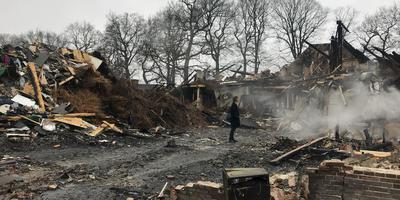De resten van de boerderij de dag na de brand in januari. Foto DvhN.