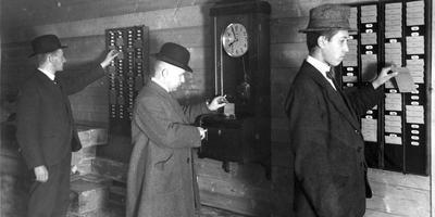 De prikklok is een uitvinding uit 1888.
