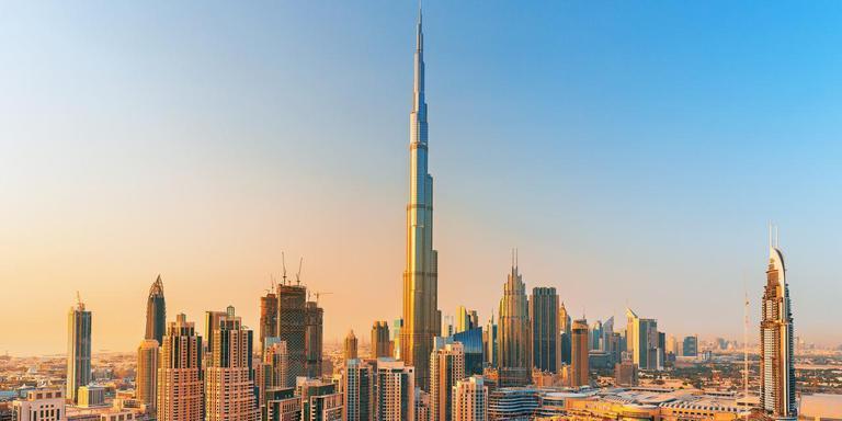 Burj Khalifa (foto) is met 828 meter momenteel de hoogste wolkenkrabber ter wereld. Volgend jaar zal de Kingdom Tower in Saoedi-Arabië (1000 meter) deze rol overnemen.