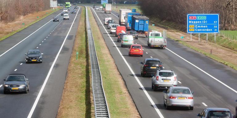 Foto Gerrit Boer 5 km. Hoogeveen: De A37 richting de grens foto gerrit boer
