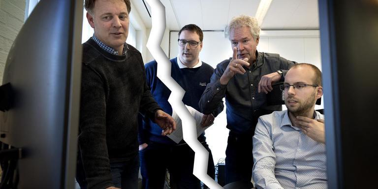 Arnoud Berghuis (links) kan niet meer door één deur met Gabe van der Weijde, Herman Balsters en Stefan de Ruiter (vlnr).