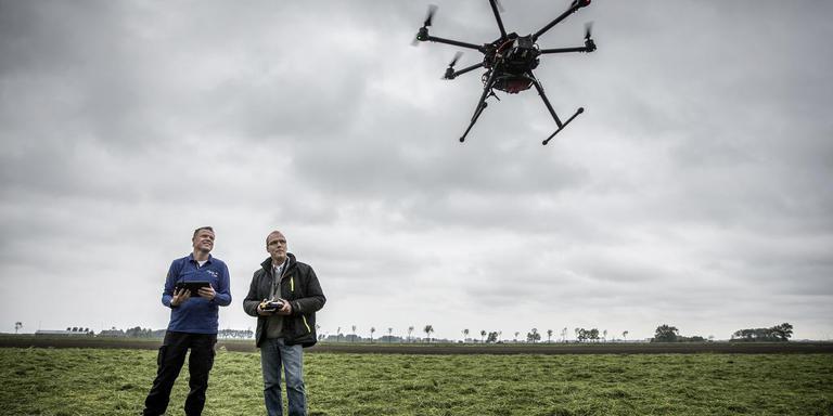 Derk Gesink en Pieter van Maldegem gebruiken onder meer drones. FOTO SIESE VEENSTRA
