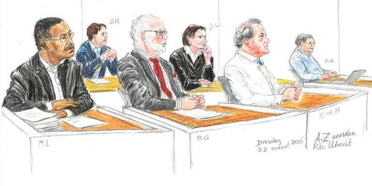 De rechtbanktekening uit 2016 (vlnr Murphy L, Otto H., Buck G., Jeffry W., Bé van der H en Pieter G. (tekening: archief/Annet Zuurveen)