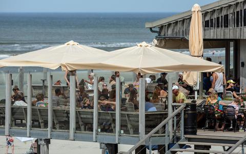 Vakanties beginnen: aanpezen in de horeca op de waddeneilanden