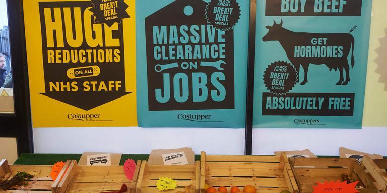 Dure en schaarse producten in een 'winkel'in Londen van actieoverders tegen de brexit. Foto: AFP/Niklas Hallen
