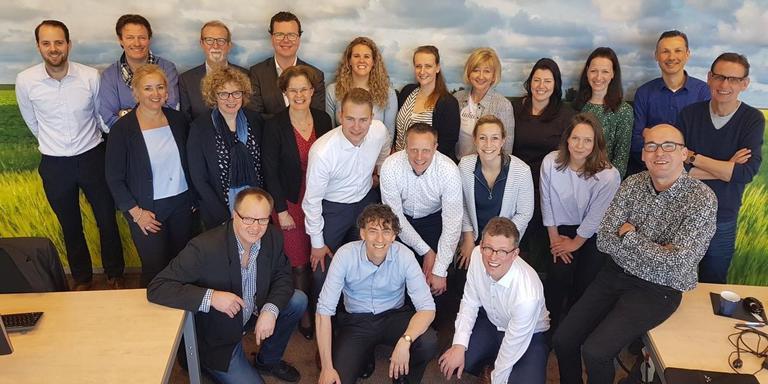 De medewerkers van de EBG in hun nieuwe kantoor in Winsum.