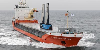 De Lady Christiana met de eConowind-unit onderweg van Rotterdam naar het Finse Pietersaari.