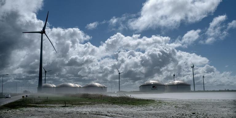 De Cobra-stroomkabel komt in de Eemshaven aan land. Foto: Jan Zeeman