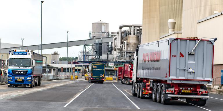 Vrachtwagens rijden weer af en aan bij de Suikerunie in Hoogkerk. Foto: Venema Media