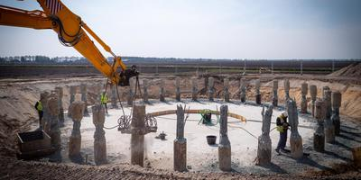 De fundering voor de eerste windmolen van windpark Drentse Monden en Oostermoer. Foto Matthijs Sorgdrager