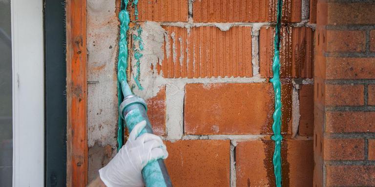 Woning in Zijldijk worden versterkt met ook een Groningse vinding: QuakeShield van SealteQ en Oosterhof Holman. Foto Huisman Media
