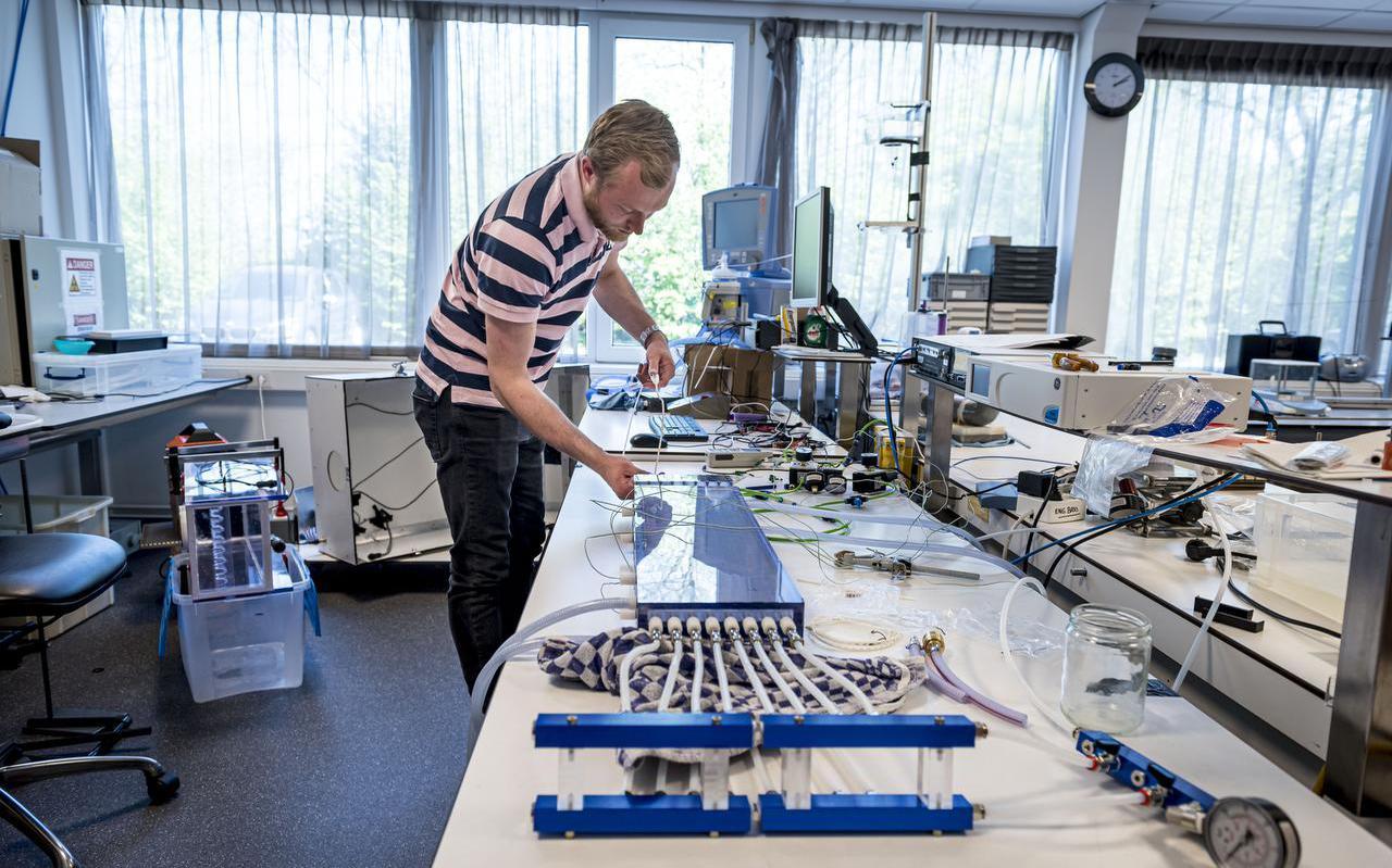 Rick Boerma van PulmoTech in Leek ontwikkelt een katheter voor IC-patiënten.