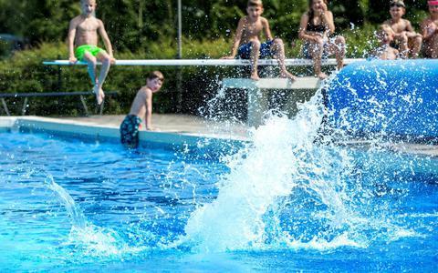 Open of dicht? Groningse en Drentse buitenzwembaden worstelen met coronaregels (check hier of jouw openluchtbad bijna opent)