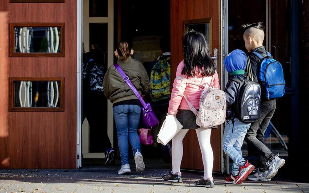 Een ruime meerderheid van de leraren staat niet achter het kabinetsbesluit om de basisscholen per 8 juni weer volledig te openen.