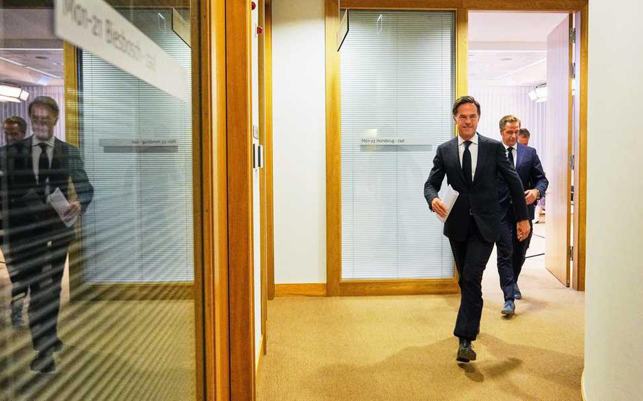 Demissionair premier Rutte en minister De Jonge houden vrijdag weer een persconferentie waarin duidelijkheid moet komen over hoe en of de coronamaatregelen zich over september zullen uitstrekken.