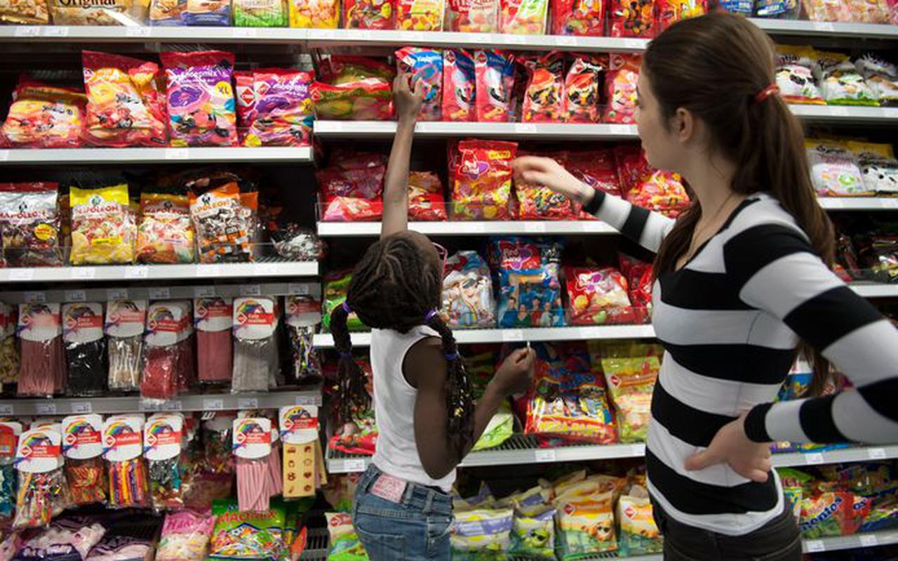De meeste producten die speciaal voor kinderen zijn gemaakt, bevatten te veel suiker, verzadigd vet, calorieën of zout.