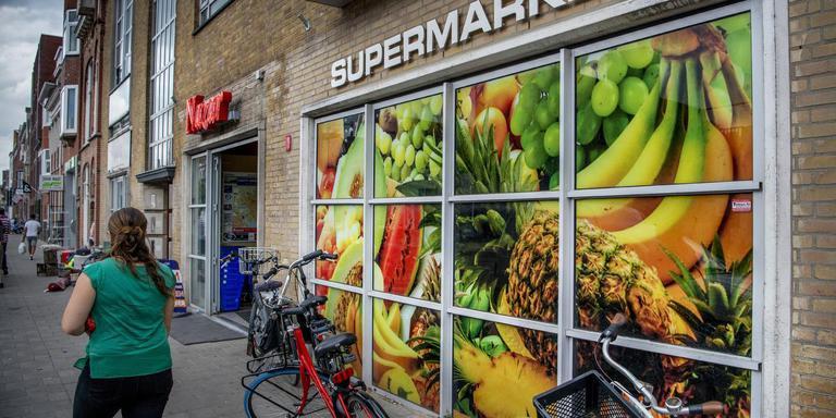 De supermarkt in de Nieuwe Ebbingestraat. Foto Corné Sparidaens