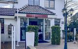 Tegen de druil bij Brasserie Restaurant Bij Els in Exloo   binnen de deur