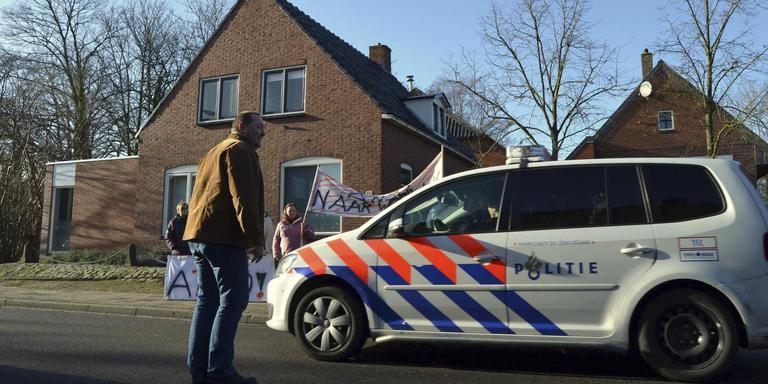 Politie bij de zorgboerderij in Beerta van Margriet R. Foto: Archief/Dennie Gaasendam
