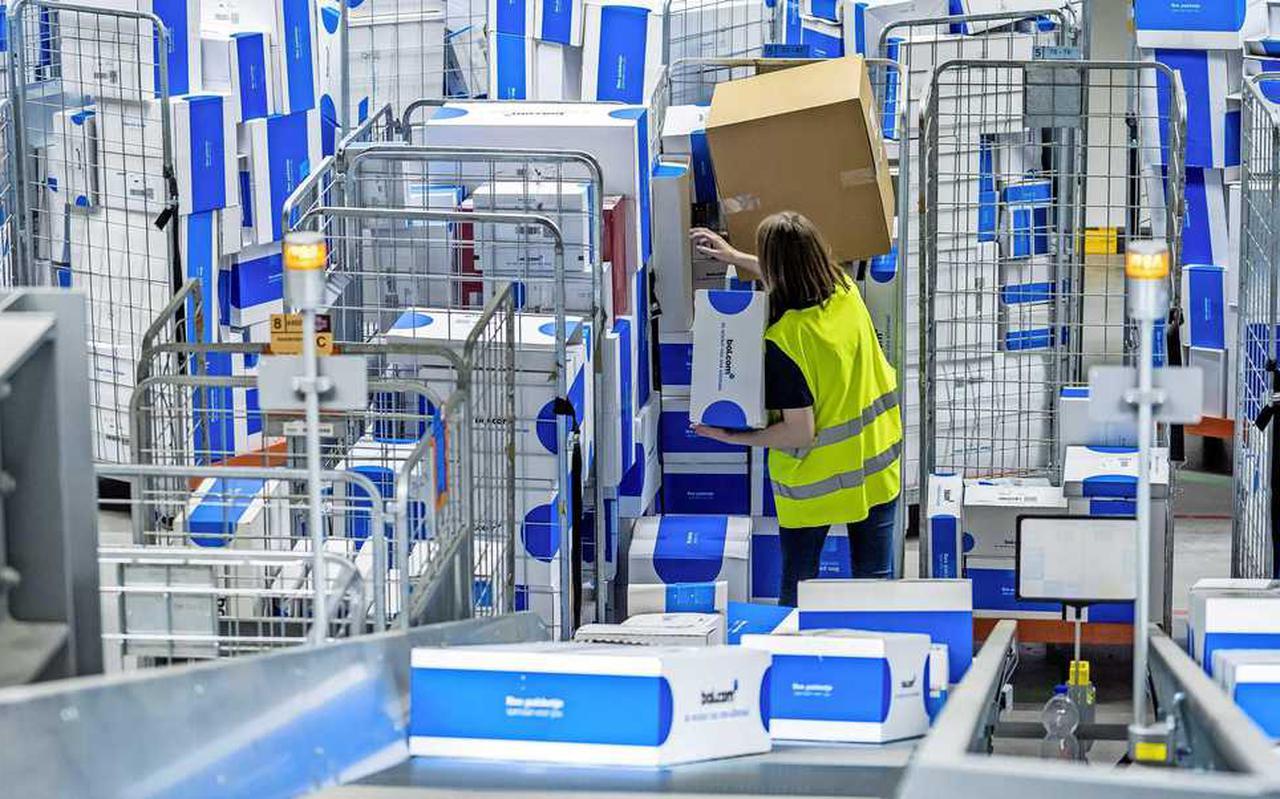 De eerste maanden van 2021 kochten Nederlanders ruim 90 miljoen spullen in webwinkels.
