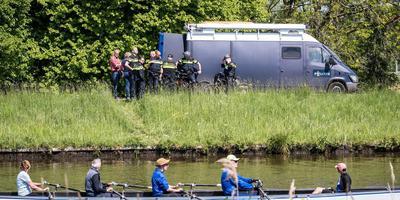 Het politieonderzoek naar de dodelijke steekpartij op het jaagpad langs het Reitdiep. Dinsdag 14 mei werd daar de 27-jarige Hidde Bergman om het leven gebracht. Foto: ProNews