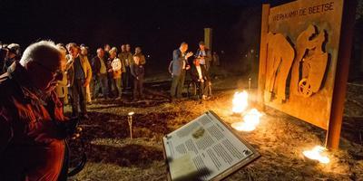 Ruim drie jaar geleden werd op initiatief van het Herinneringscentrum Kamp Westerbork bij de barak al een monument onthuld. Foto: Huisman Media
