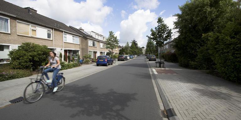 De stichting Paddepoel Energie wil onder meer deze woningen aan de Neptunusstraat verduurzamen.