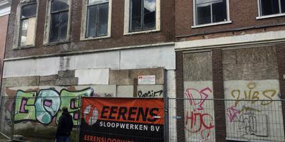 Twee panden aan de Blijhamsterstraat in Winschoten worden binnenkort gesloopt. Panden 5a en 5b. Foto: DvhN