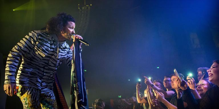 Kraantje Pappie tijdens zijn optreden in de grote zaal van De Oosterpoort op 9 maart van dit jaar. Foto: Archief DvhN/Corné Sparidaens
