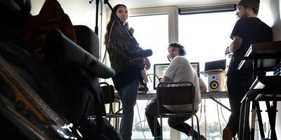 Stella Polaris, Koen van de Wardt (midden) en Erik Buschmann maken muziek bij een commercial. Foto: Peter Wassing