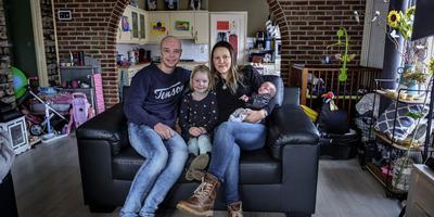 Arnoud Tonkes en Daniela Ivanova met hun dochter Anna en zoontje Jayden.