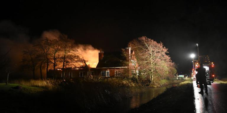 De schuur bij Boerderij Fraam is door het vuur verwoest. Foto: De Vries Media
