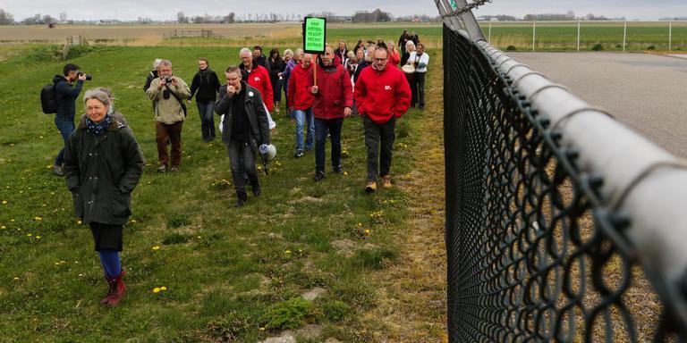 In april vorig jaar werd er tegen fracken geprotesteerd bij de boorlocatie in Pieterzijl. Foto: Jan Willem van Vliet